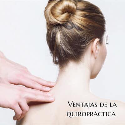 quiropractico-haciendo-un-masaje-con-los-dedos-a-otra-en-el-cuello